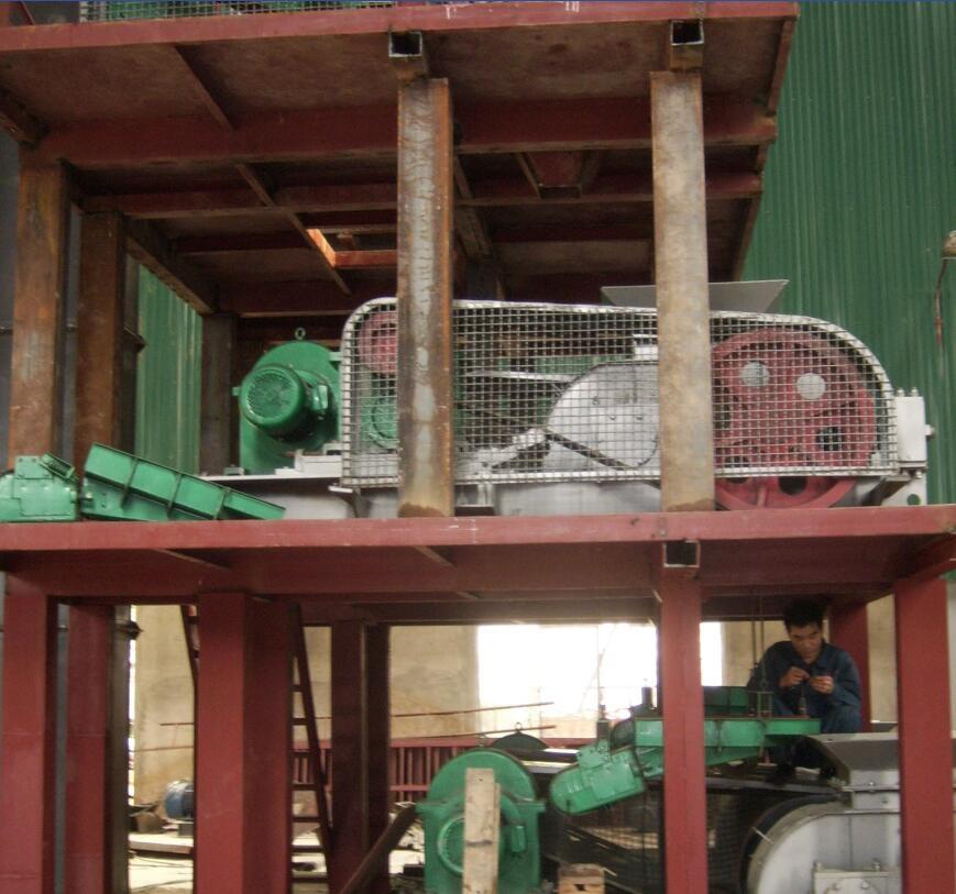 多级对辊式物料破碎机配套除尘器